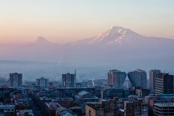 아르메니아 수도 예레반에서 보이는 아라랏 산.